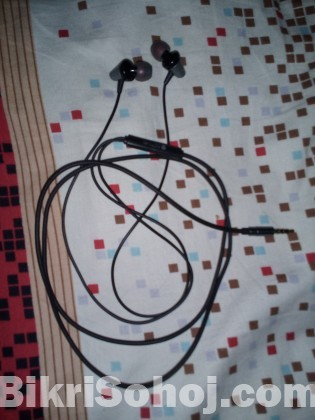 Active wired headphone