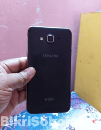 Samsung Galaxy J7 ( Used) Set 100% ok