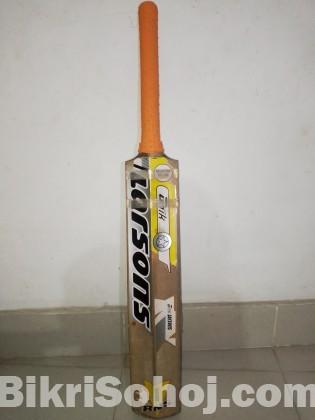 A good Condition Cricket Instruments