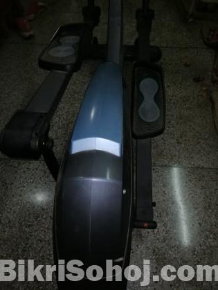 Manual Elliptical cross trainer exercising machine