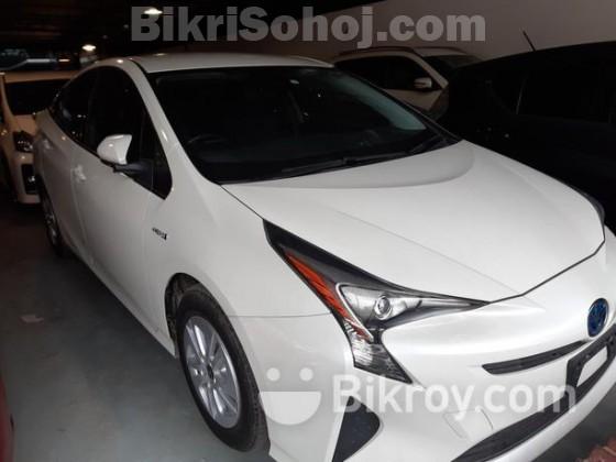Toyota Prius S 2015