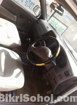 Nissan Double Cabin Pic-up 2002